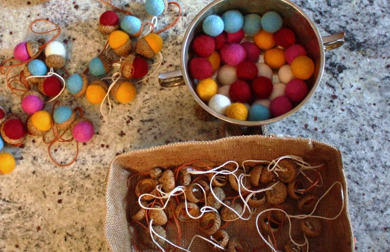Felt acorns 014