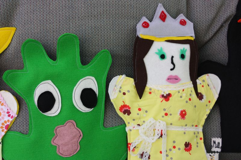 Hand puppets 012