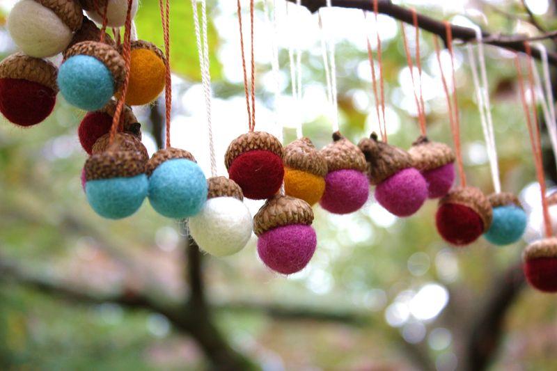 Felt acorns 044