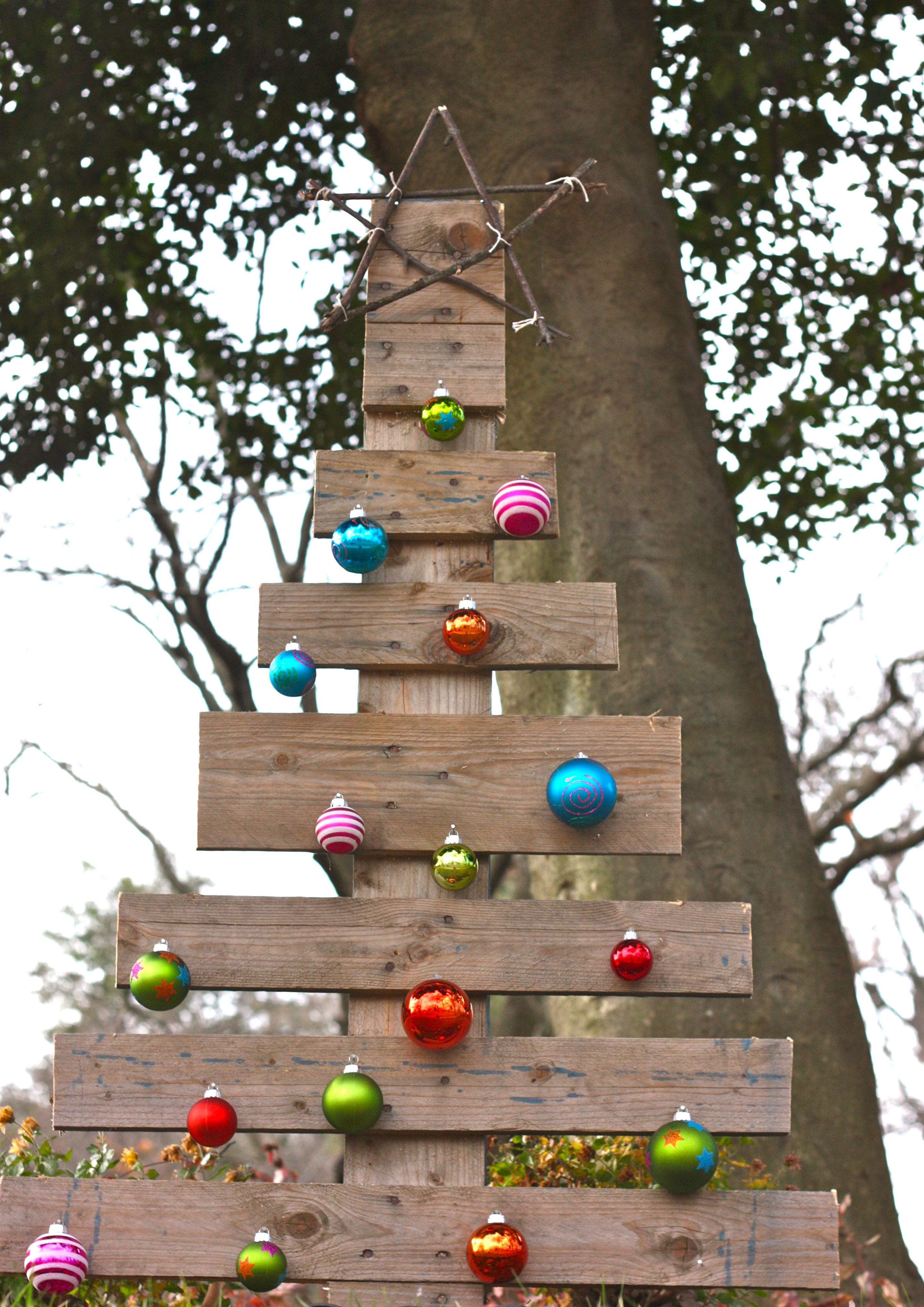 Wood Pallet Christmas Tree Ideas.A Pallet Christmas Tree Buzzmills