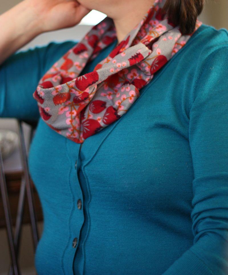 AMH scarf
